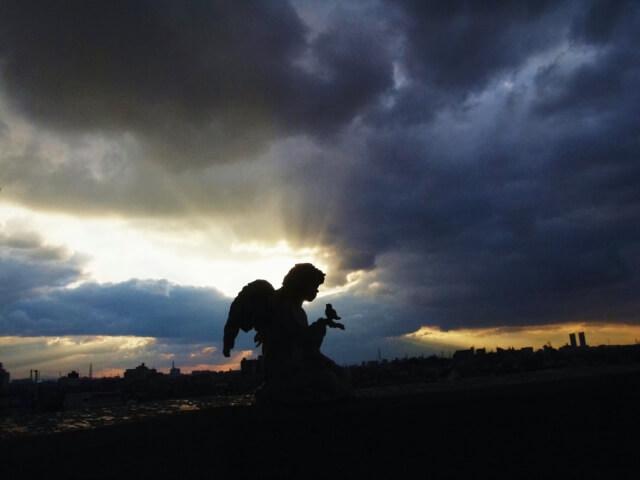 天使は舞い降りない