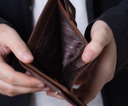 《毒親の特徴》お金を要求してくる親